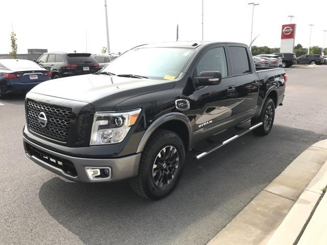 2017 Nissan Titan Crew Cab 4x4, Pickup #U506639A - photo 6