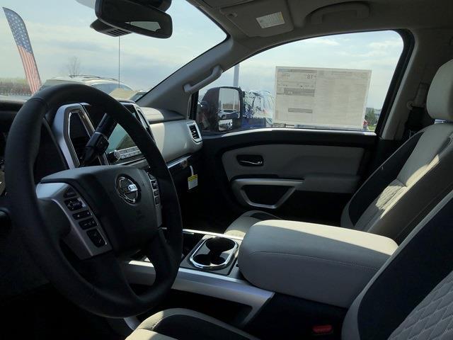 2021 Nissan Titan 4x4, Pickup #U511168 - photo 12