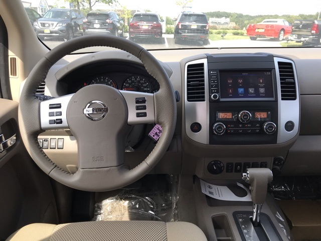 2019 Frontier Crew Cab 4x4, Pickup #U759147 - photo 12
