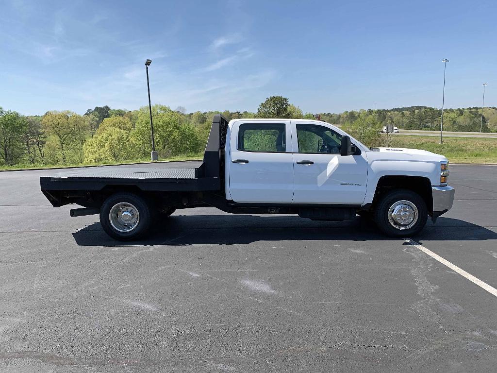 2019 Chevrolet Silverado 3500 Crew Cab 4x4, Platform Body #GM21028 - photo 8