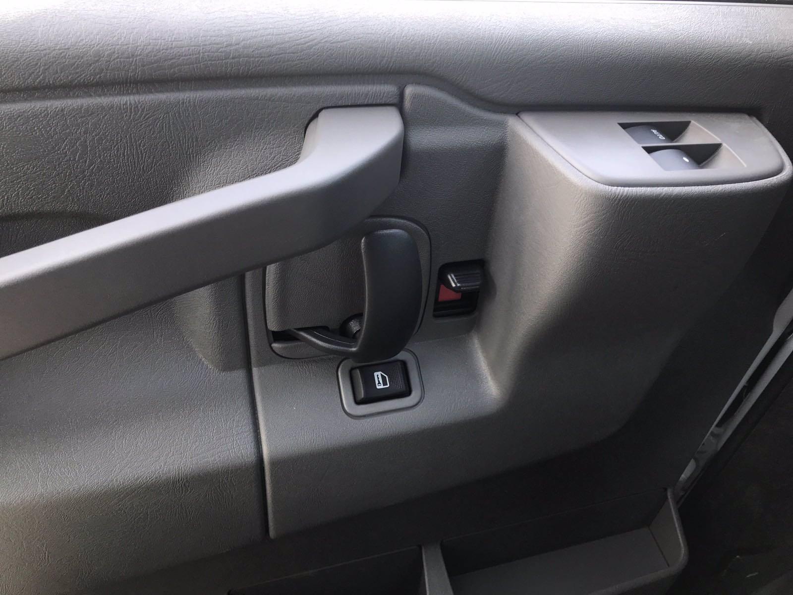 2020 Chevrolet Express 3500 4x2, Morgan Parcel Aluminum Cutaway Van #B27758 - photo 13