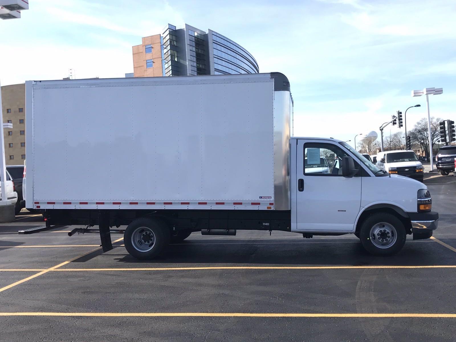 2020 Chevrolet Express 3500 4x2, Morgan Parcel Aluminum Cutaway Van #B27758 - photo 3