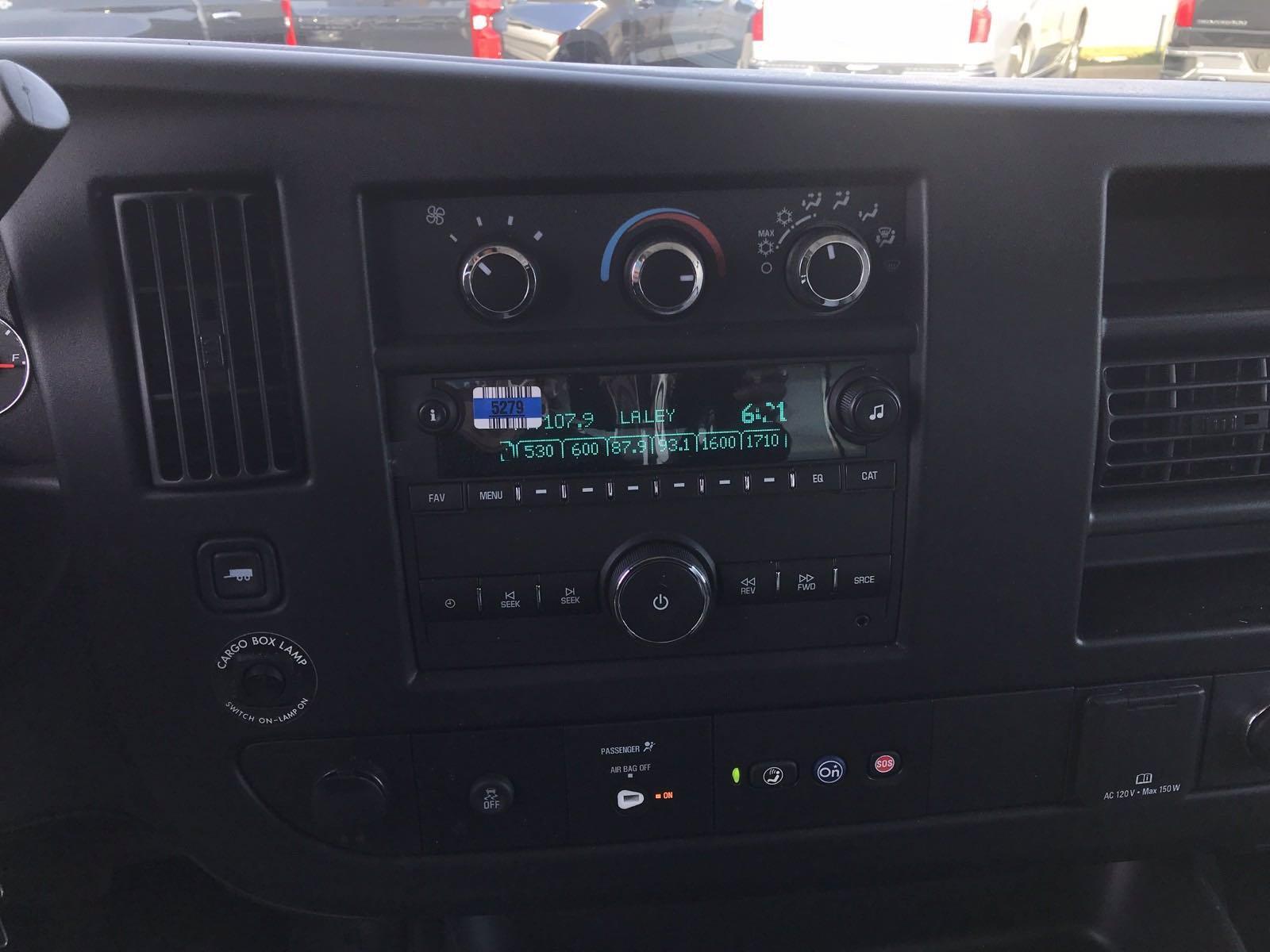 2020 Chevrolet Express 3500 4x2, Morgan Parcel Aluminum Cutaway Van #B27758 - photo 9