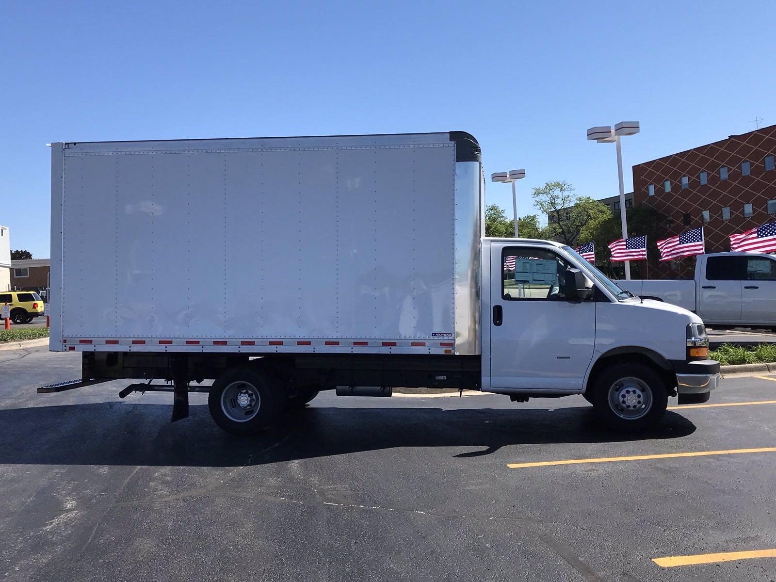 2021 Chevrolet Express 3500 4x2, Cutaway Van #B28009 - photo 3