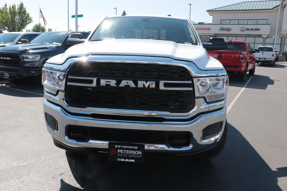 2020 Ram 3500 Crew Cab 4x4, Pickup #620663 - photo 3