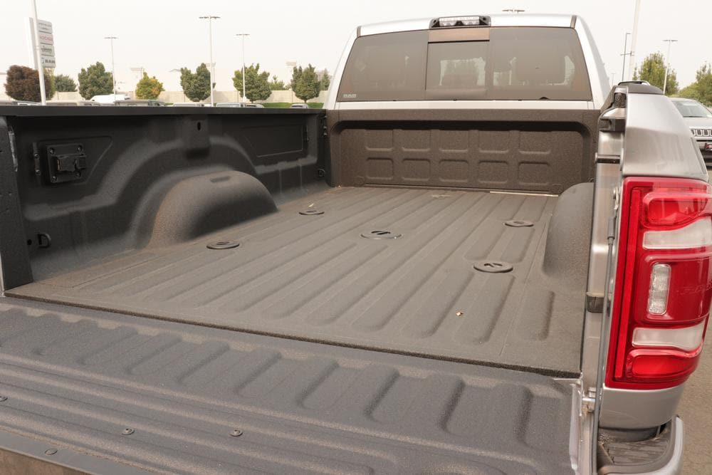 2020 Ram 3500 Crew Cab 4x4, Pickup #620760 - photo 15