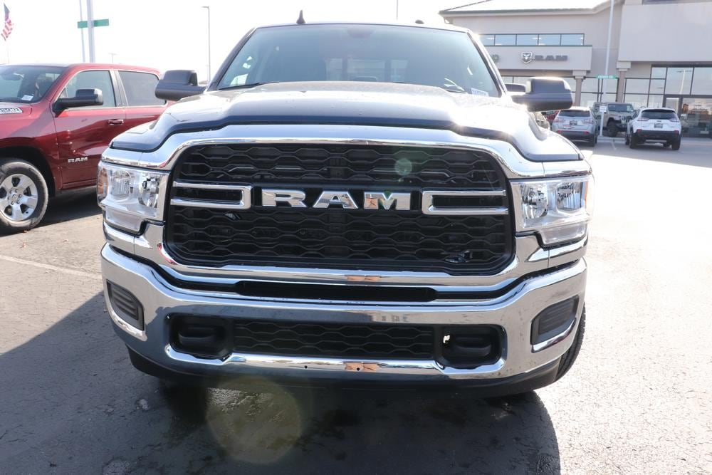 2020 Ram 3500 Crew Cab 4x4, Pickup #620949 - photo 3