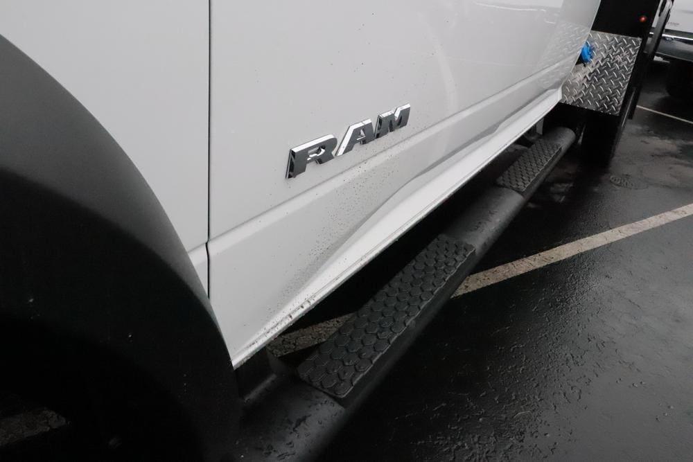 2019 Ram 5500 Crew Cab DRW 4x4, Knapheide PGND Gooseneck Platform Body #690010 - photo 11