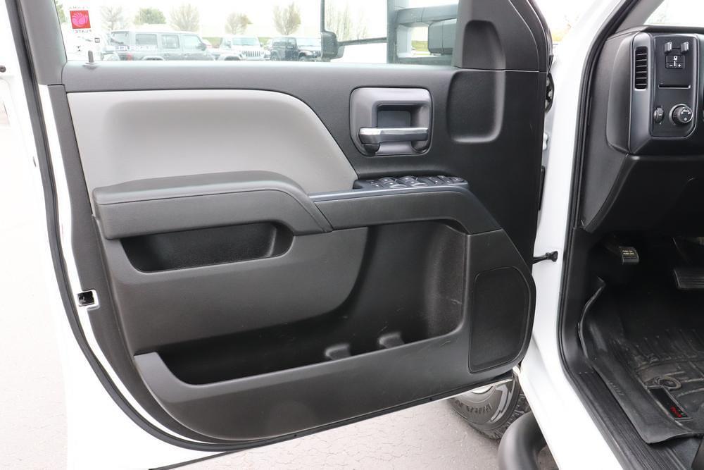 2019 Chevrolet Silverado 3500 Crew Cab 4x4, Pickup #993750 - photo 18