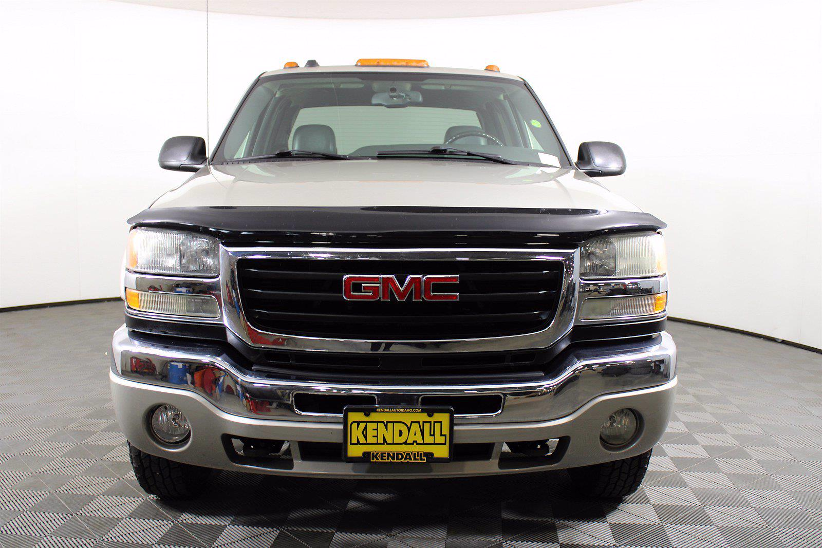 2005 GMC Sierra 2500 Crew Cab 4x4, Pickup #D110258C - photo 2