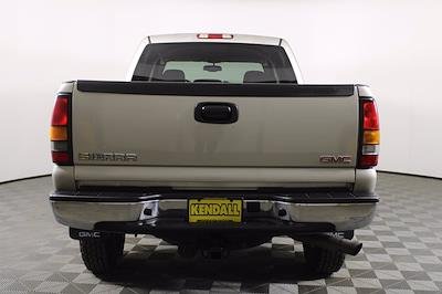 2005 GMC Sierra 2500 Crew Cab 4x4, Pickup #D110258C - photo 5