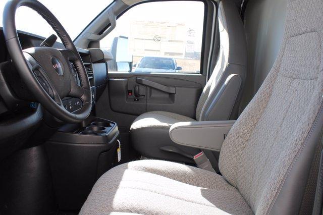 2020 GMC Savana 3500 RWD, Supreme Iner-City Cutaway Van #D401127 - photo 5
