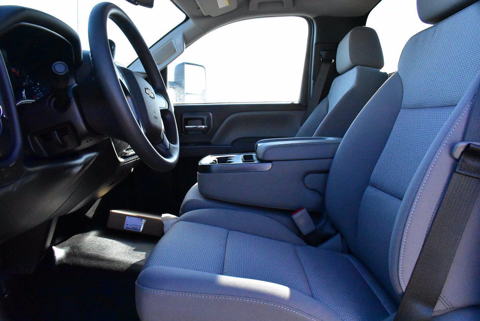 2020 Chevrolet Silverado 5500 DRW 4x2, Cab Chassis #D100222 - photo 4