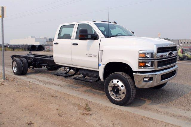 2020 Chevrolet Silverado Medium Duty Crew Cab DRW 4x4, Cab Chassis #D100455 - photo 3