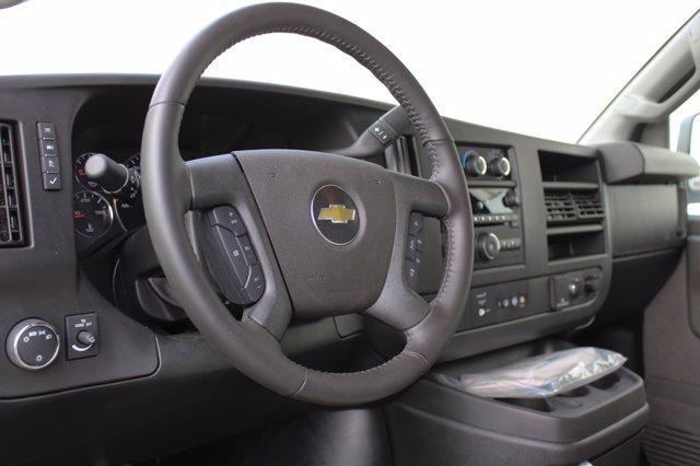 2020 Chevrolet Express 3500 4x2, Cutaway Van #D101275 - photo 4