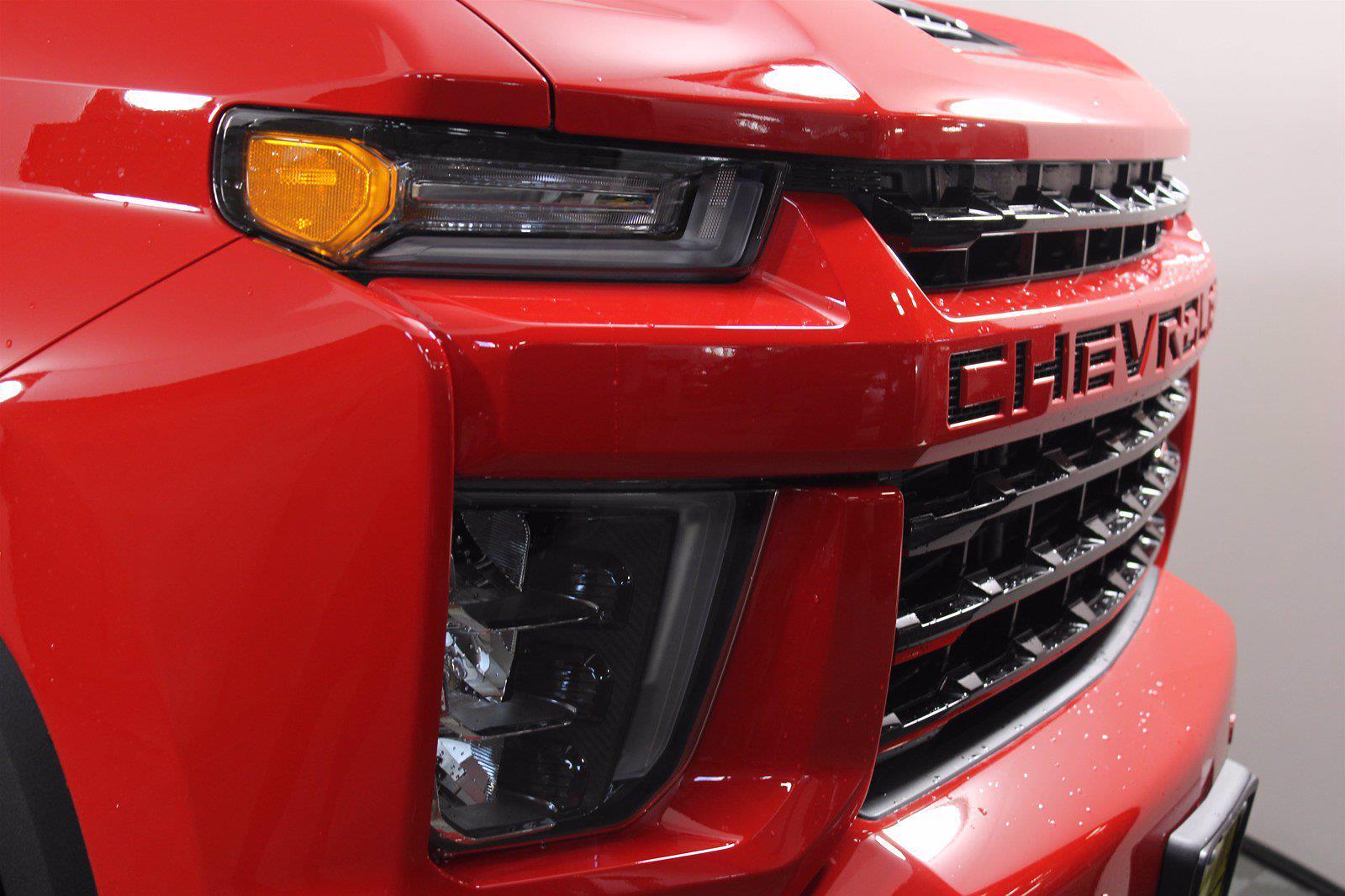 2021 Chevrolet Silverado 2500 Crew Cab 4x4, Pickup #D110744 - photo 4