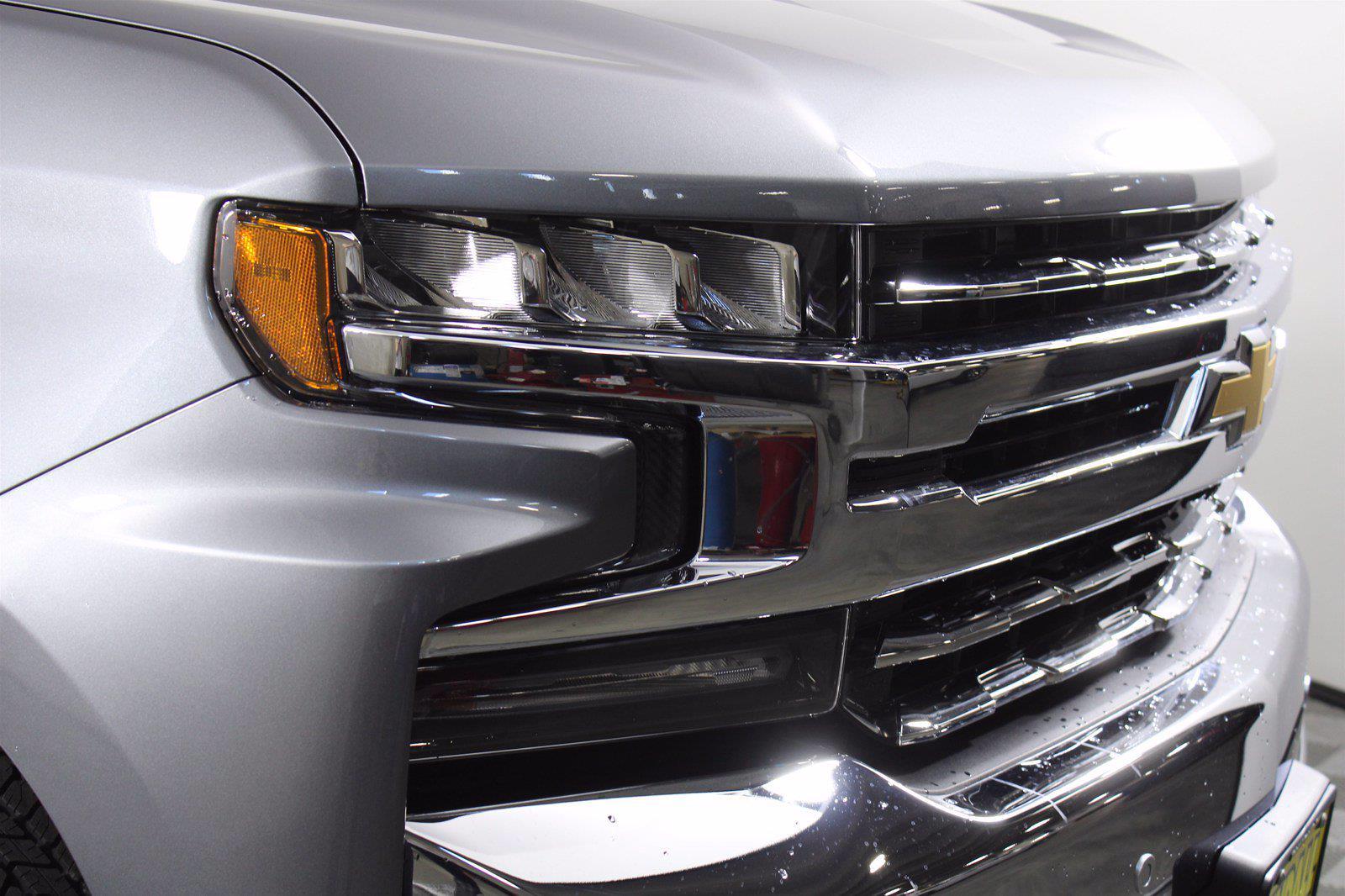 2021 Chevrolet Silverado 1500 Crew Cab 4x4, Pickup #D110776 - photo 3
