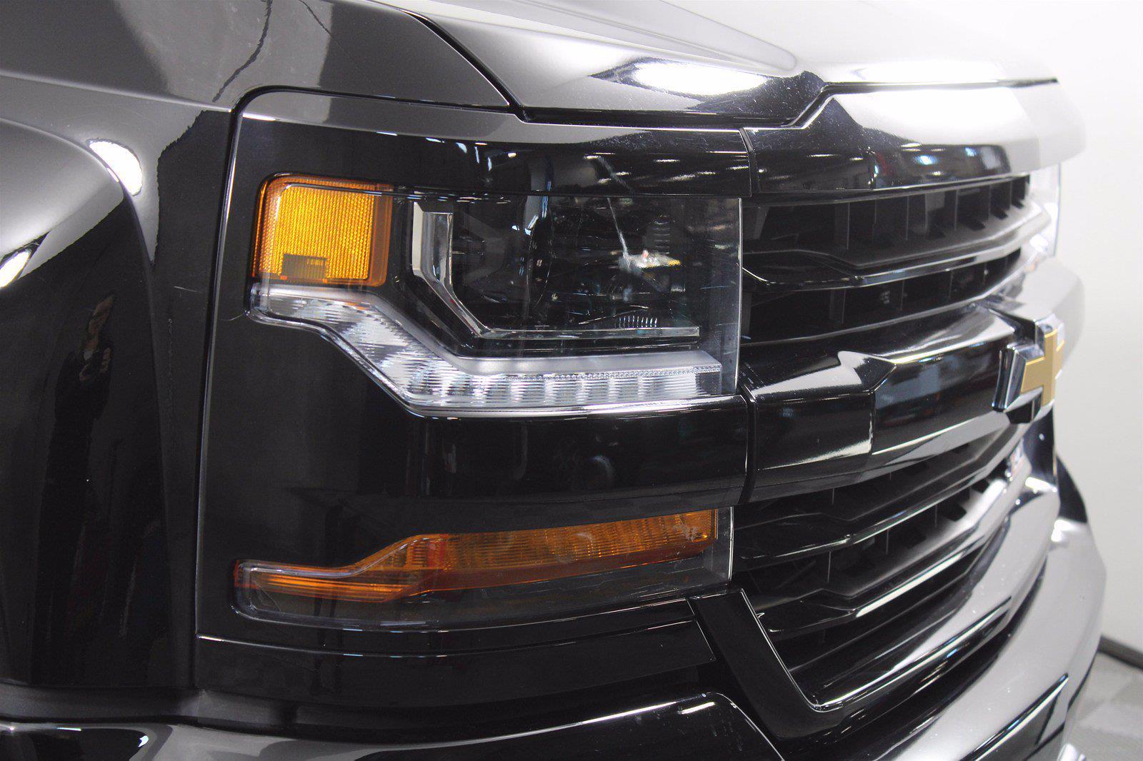 2017 Chevrolet Silverado 1500 Crew Cab 4x4, Pickup #D110857A - photo 16