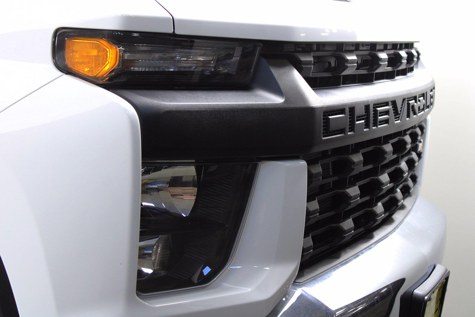 2021 Chevrolet Silverado 3500 Crew Cab 4x4, Service Body #D110928 - photo 5