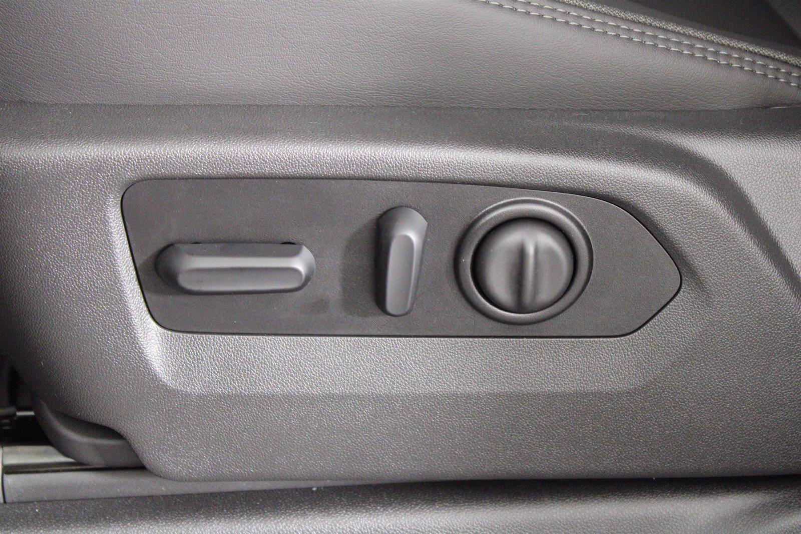 2021 Chevrolet Silverado 3500 Crew Cab 4x4, Pickup #D111087 - photo 14