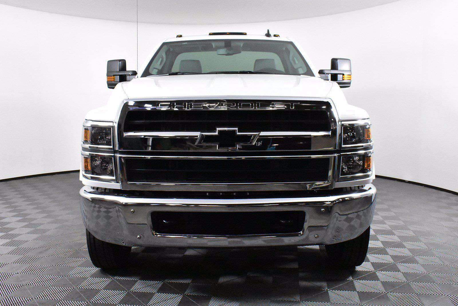 2019 Chevrolet Silverado 5500 DRW 4x2, Cab Chassis #D191062 - photo 3