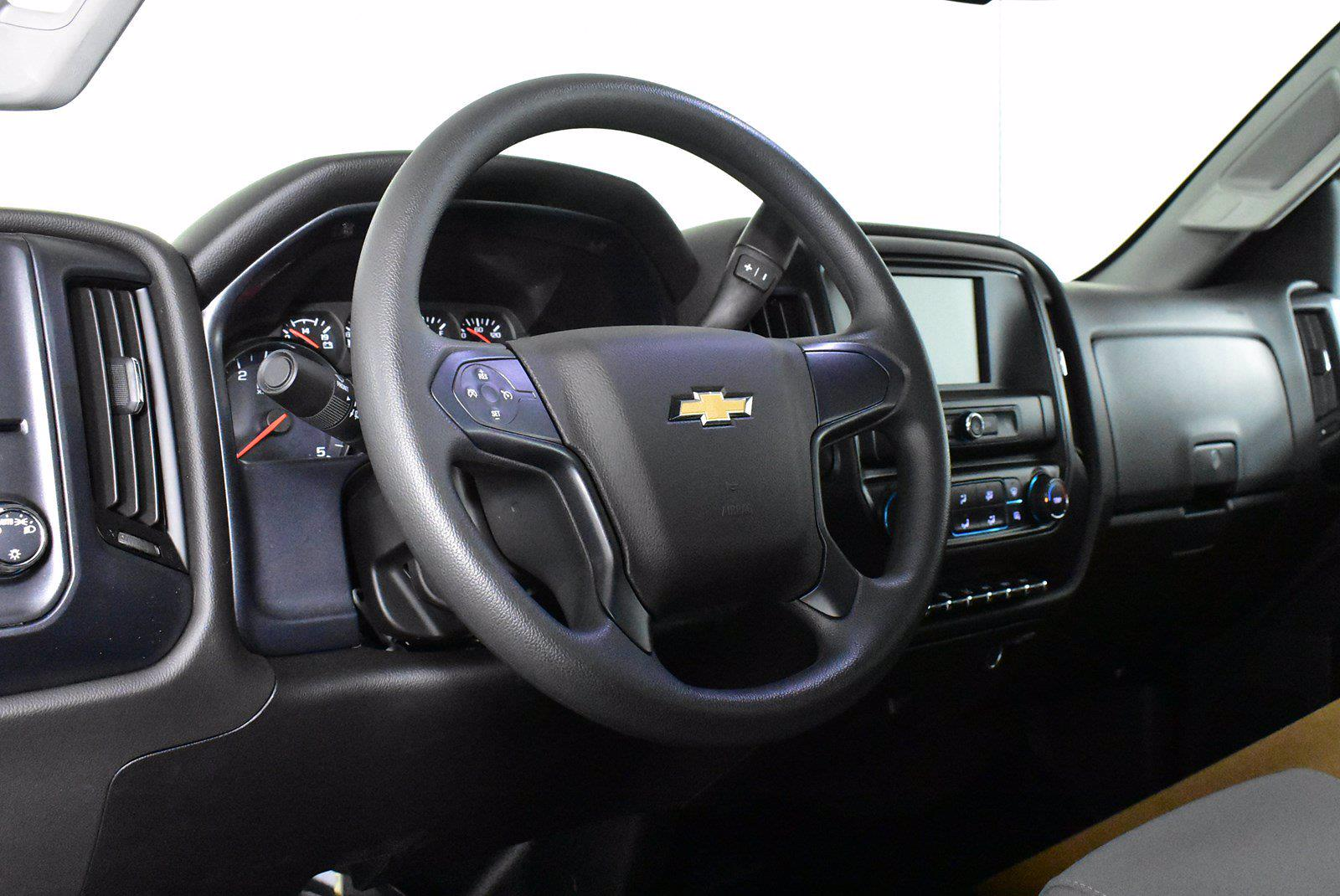 2019 Chevrolet Silverado 5500 DRW 4x2, Cab Chassis #D191062 - photo 5