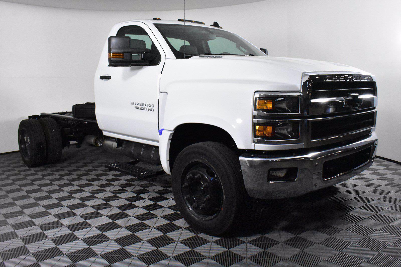 2019 Chevrolet Silverado 5500 DRW 4x2, Cab Chassis #D191281 - photo 4