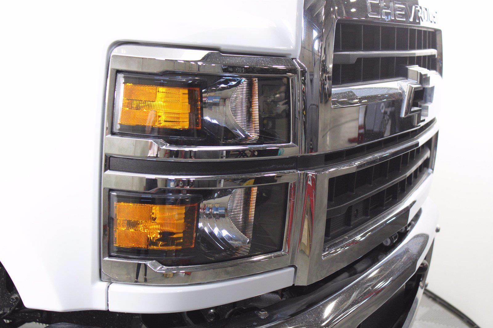 2019 Chevrolet Silverado 5500 DRW 4x2, Cab Chassis #D191281 - photo 14