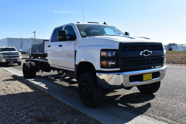 2019 Silverado Medium Duty Crew Cab DRW 4x4, Cab Chassis #D191433 - photo 4