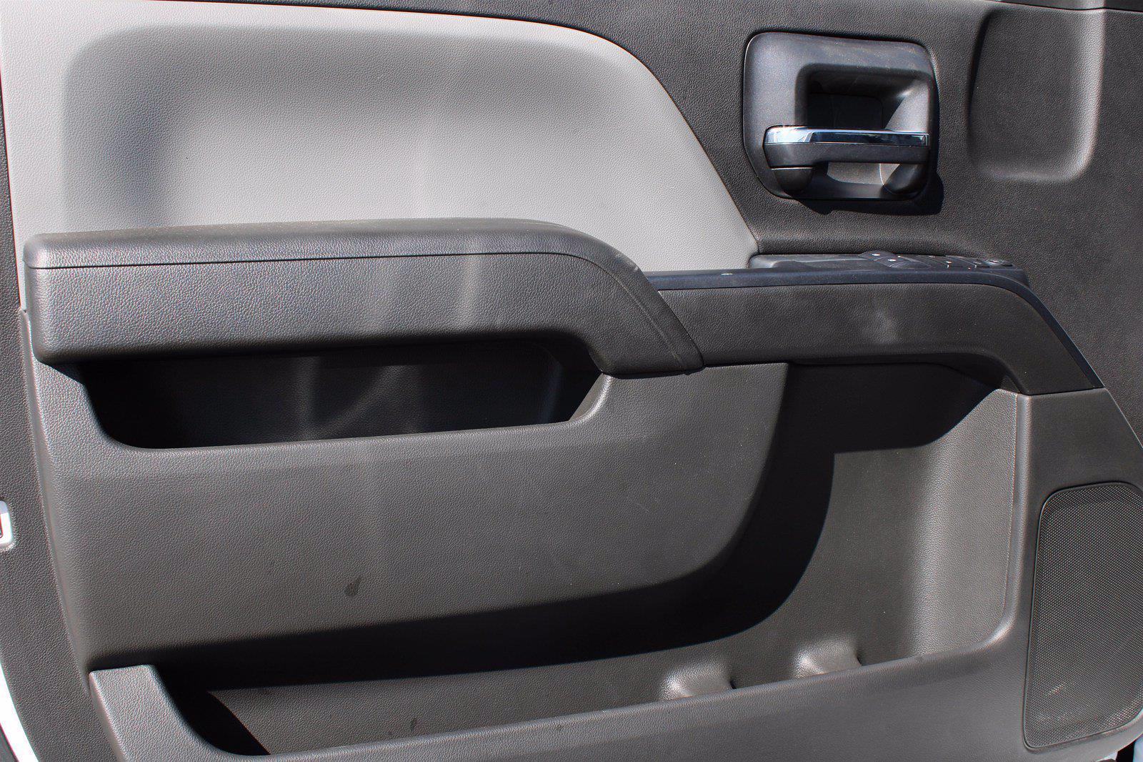 2019 Chevrolet Silverado 5500 DRW 4x2, Royal Truck Body Service Body #D191446 - photo 6