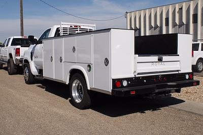 2019 Chevrolet Silverado 5500 DRW 4x2, Royal Truck Body Service Body #D191446 - photo 2
