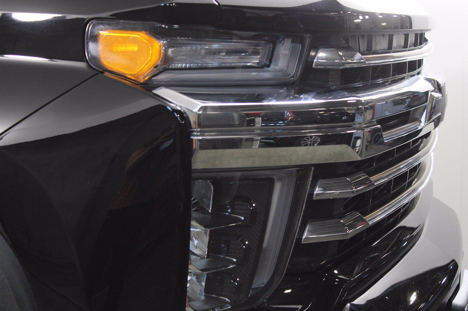 2020 Chevrolet Silverado 3500 Crew Cab 4x4, Pickup #DAZ0421 - photo 4