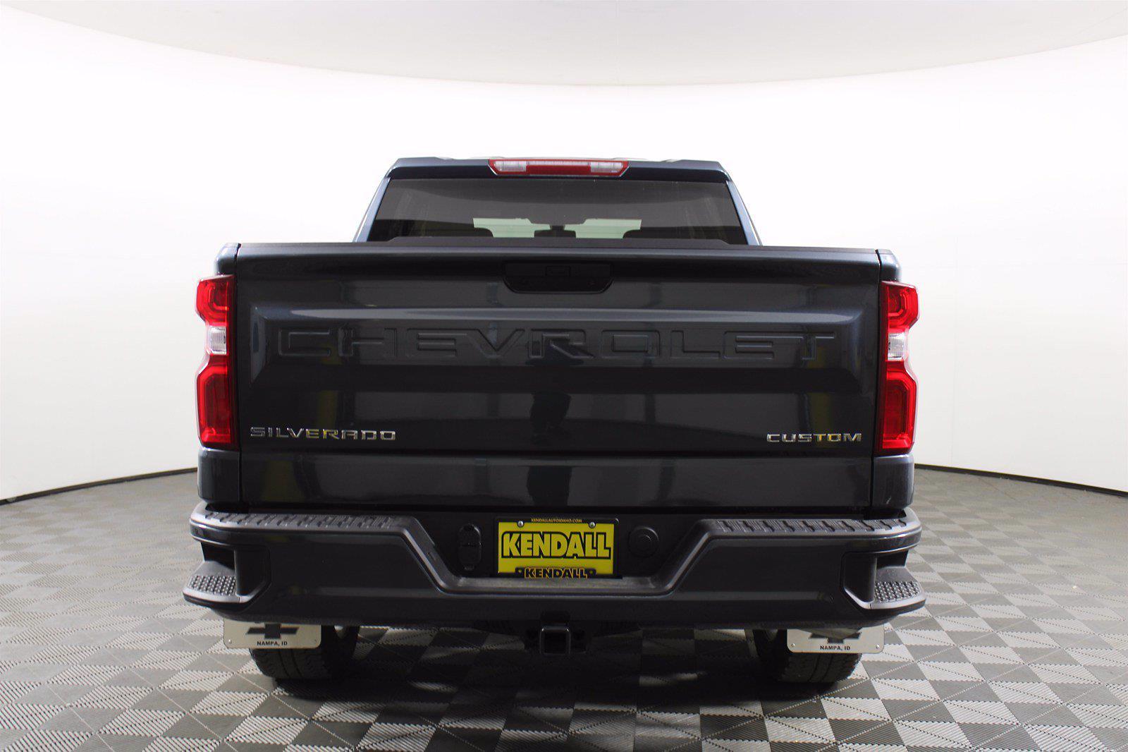 2020 Chevrolet Silverado 1500 Crew Cab 4x4, Pickup #DU90938 - photo 3