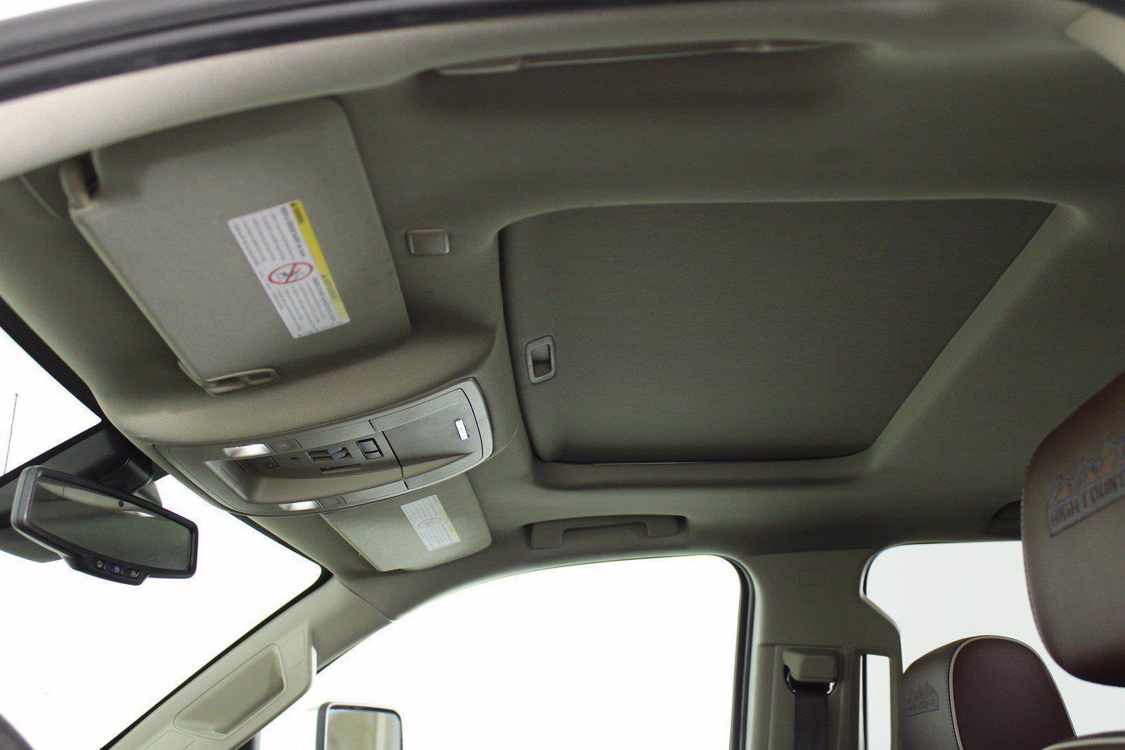2018 Chevrolet Silverado 3500 Crew Cab 4x4, Pickup #DU90958 - photo 4