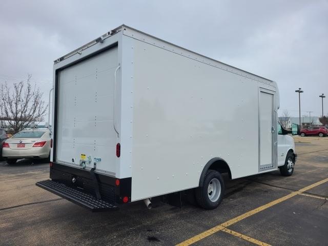 2021 Chevrolet Express 4500 DRW 4x2, Rockport Cutaway Van #4251072 - photo 1