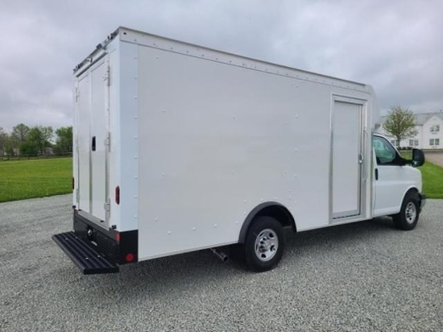 2021 Chevrolet Express 3500 4x2, Rockport Cutaway Van #4251213 - photo 1
