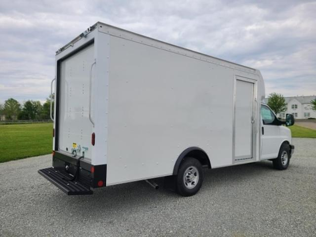 2021 Chevrolet Express 3500 4x2, Rockport Cutaway Van #4251218 - photo 1