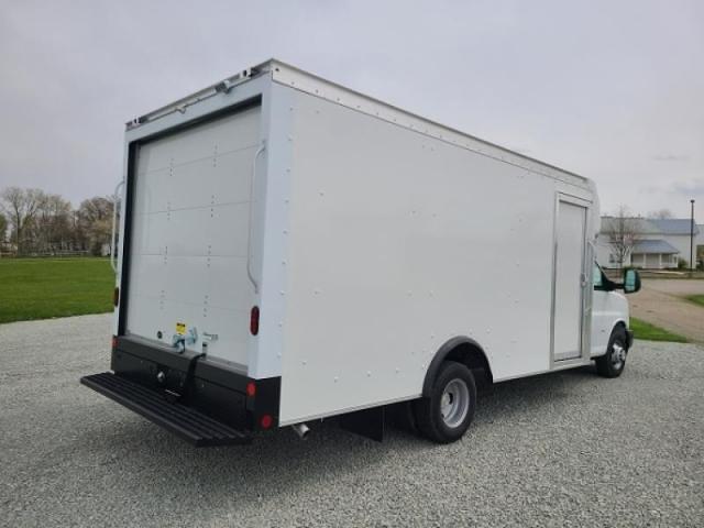 2021 Chevrolet Express 3500 DRW 4x2, Rockport Cutaway Van #4251376 - photo 1