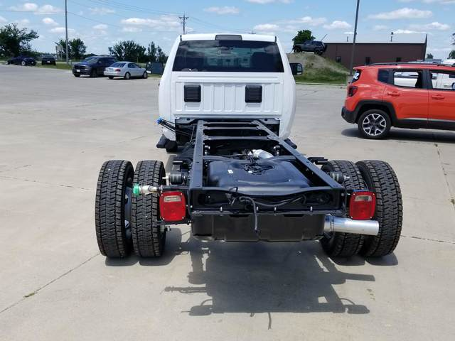 2019 Ram 5500 Regular Cab DRW 4x2, Cab Chassis #FE194730 - photo 4