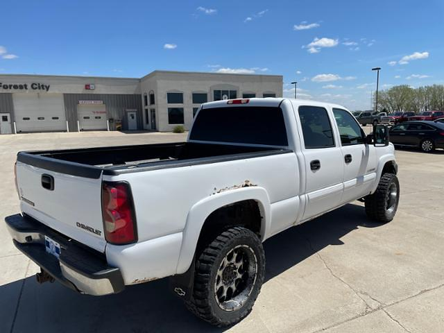 2004 Chevrolet Silverado 2500 Crew Cab 4x4, Pickup #C0900A - photo 2