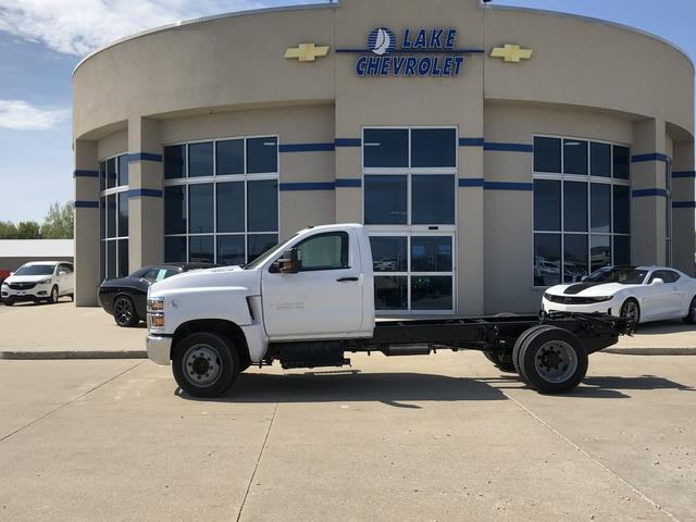 2019 Chevrolet Silverado Medium Duty Regular Cab DRW 4x2, Cab Chassis #FP190345A - photo 3