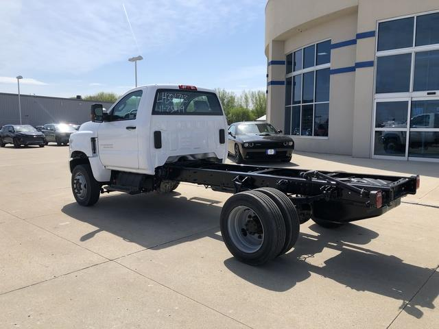 2019 Chevrolet Silverado Medium Duty Crew Cab DRW 4x4, Cab Chassis #FP190349A - photo 2