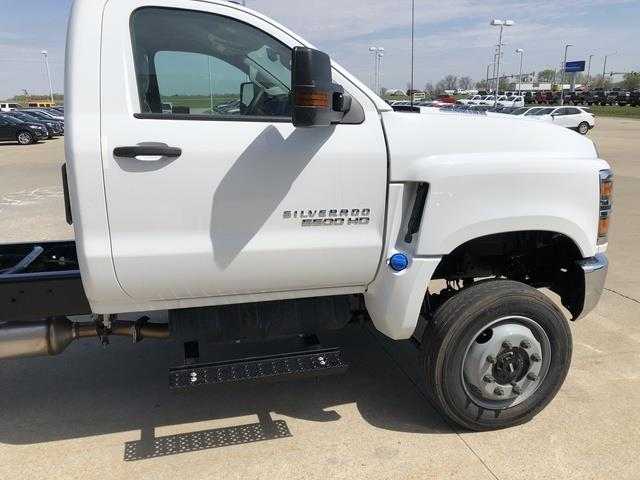 2019 Chevrolet Silverado Medium Duty Crew Cab DRW 4x4, Cab Chassis #FP190349A - photo 6