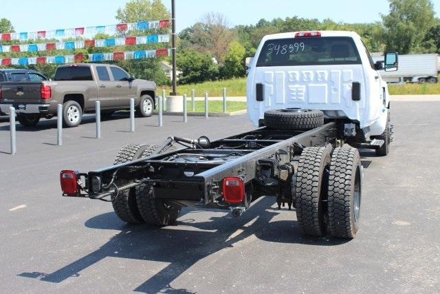 2019 Chevrolet Silverado Medium Duty Regular Cab DRW RWD, Cab Chassis #195803 - photo 1
