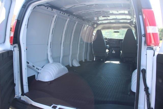 2020 GMC Savana 3500 RWD, Empty Cargo Van #203342R - photo 2