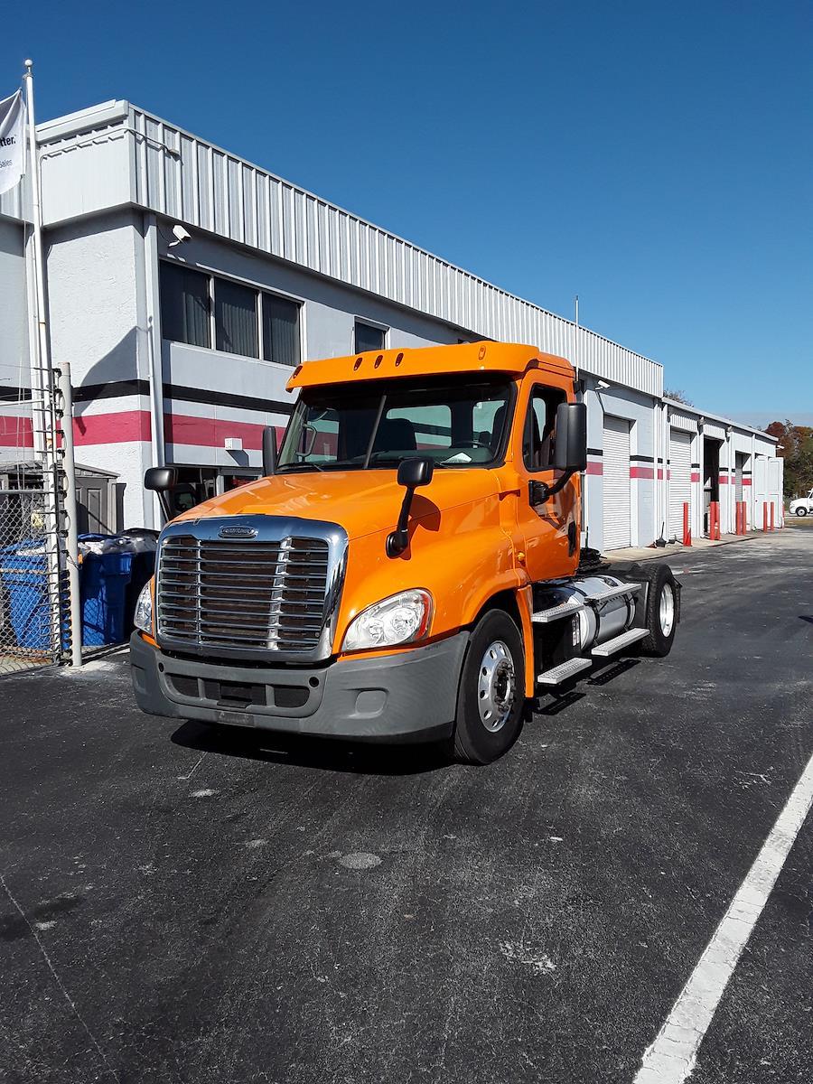 2013 Freightliner Truck 4x2, Tractor #504354 - photo 1