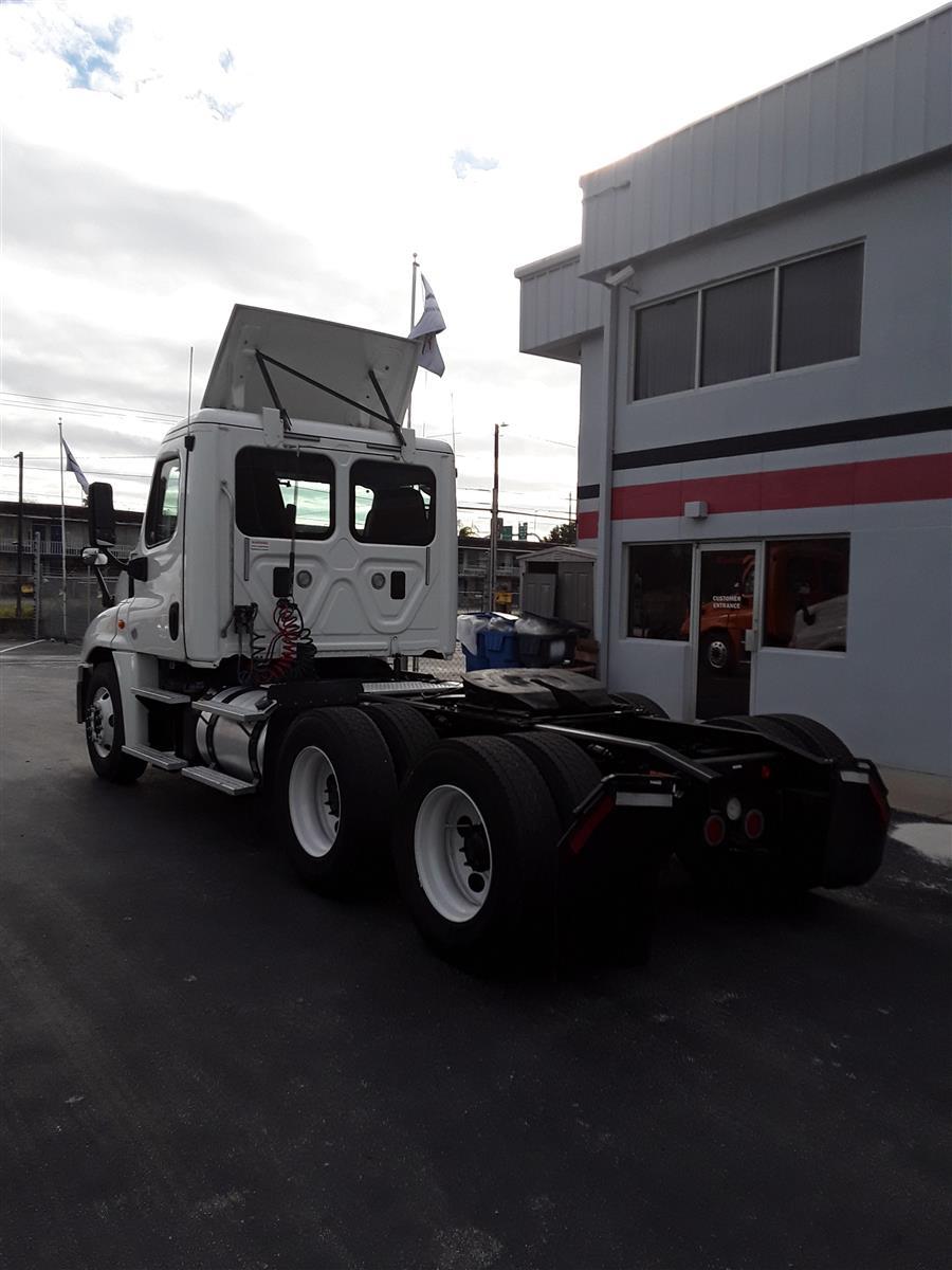 2015 Freightliner Truck 6x4, Tractor #640279 - photo 1