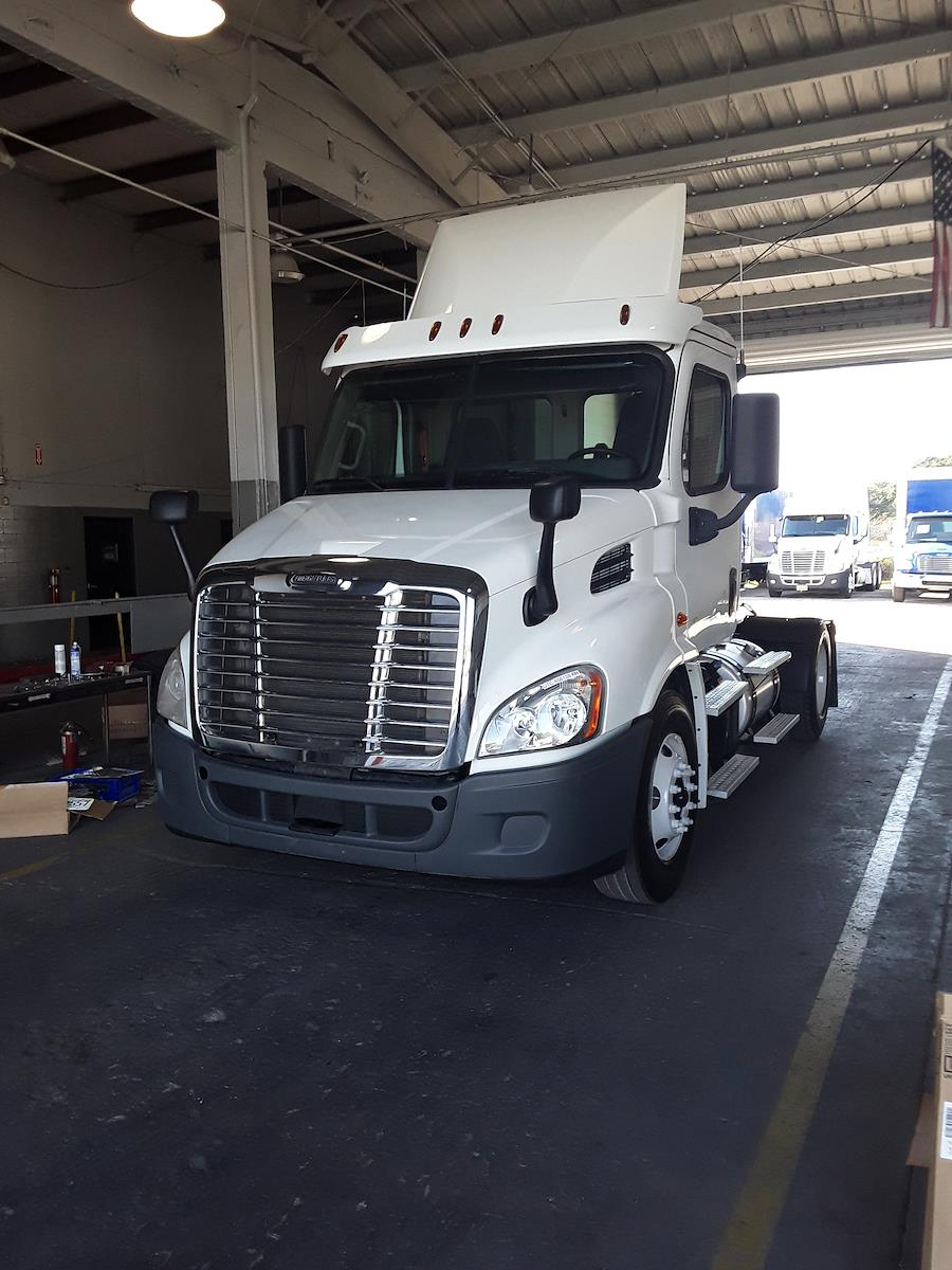 2016 Freightliner Cascadia 4x2, Tractor #656126 - photo 1
