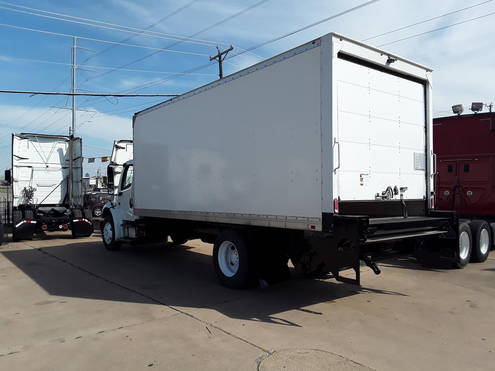 2016 Freightliner M2 106 4x2, Dry Freight #354934 - photo 1