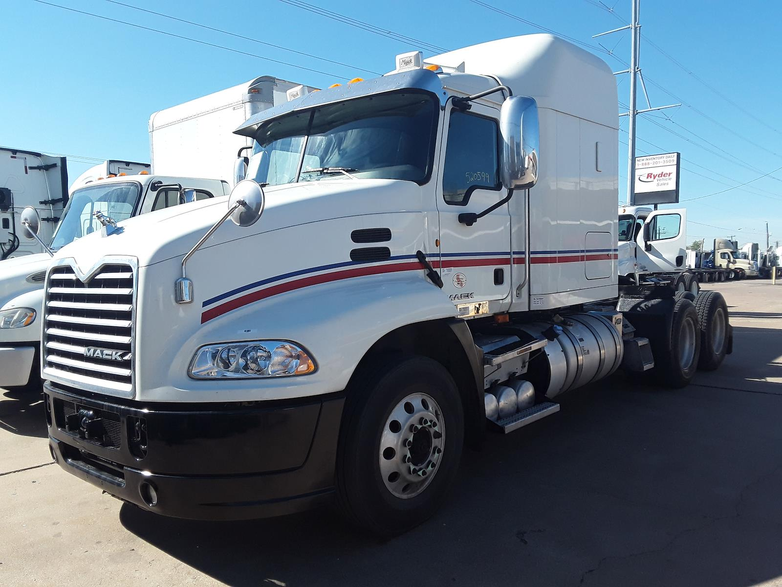 2014 Mack CXU613, Tractor #520599 - photo 1